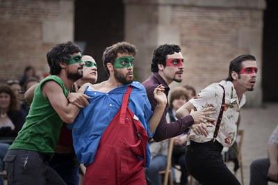 Bitó Produccions, productora de Relato de un náufrago, ha suspès la gira de l'espectacle, que havia d'arribar el 27 de maig a Lleida, per motius de salut d'un dels actors, Emilio Gutiérrez Caba.