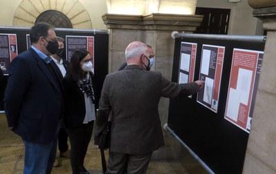 El Pati del Palau de la Paeria acull l'exposició 'Els nostres papers de Salamanca'
