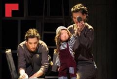 Exposició sobre els processos migratoris al hall del Teatre de l'Escorxador