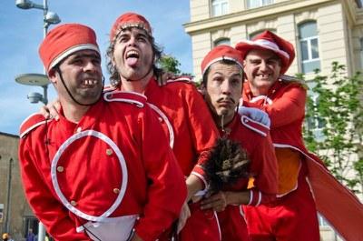 """Fadunito presenta """"El petit circ"""" a la plaça Esteve Cuito del Teatre Municipal de l'Escorxador"""