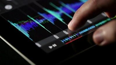 La Biblioteca-Fonoteca de l'Auditori presenta, dins el seu programa d'activitats, un taller de producció musical per a mòbils i tablets.