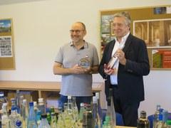 El Museu de l'Aigua recibe una donación de 233 botellas de agua provenientes de 27 países