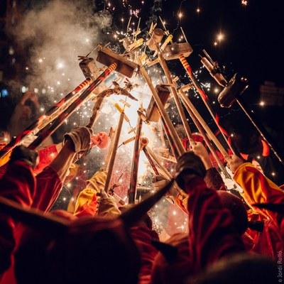 DISSABTE DE FESTA MAJOR, gaudeix dels esbarts, de les activitats esportives, del parc de somriures, dels balls folklòrics, dels correfocs i de la revetlla als Camps Elisis